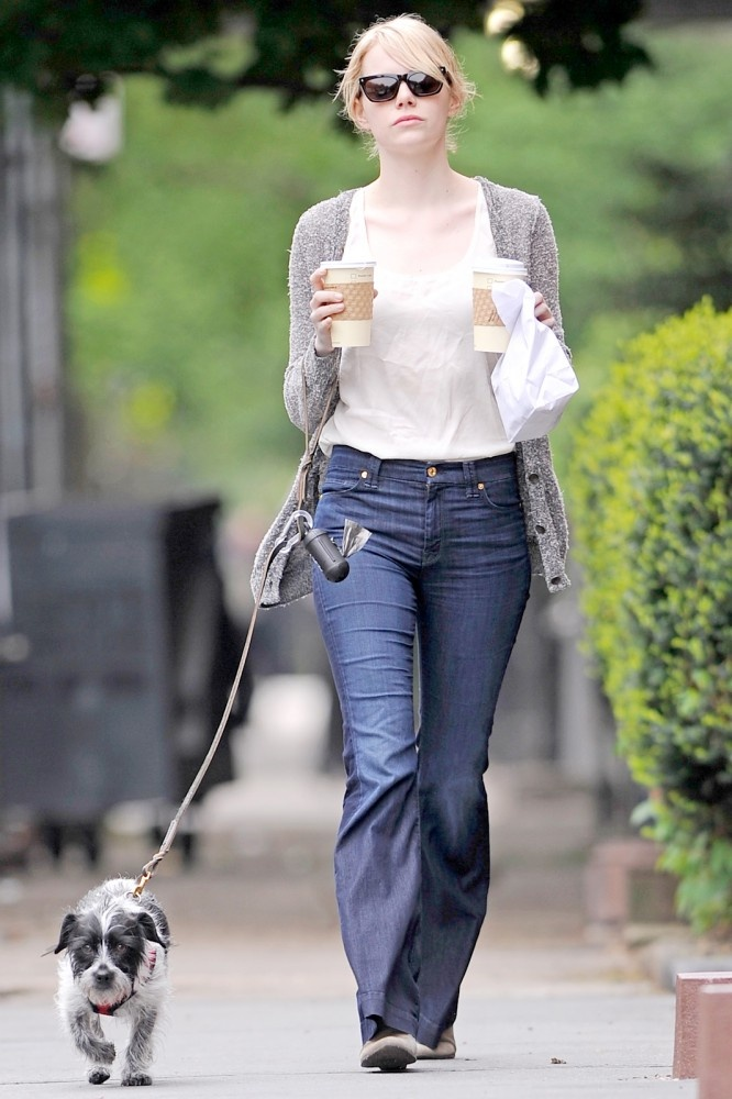 Just add neutral colored long cardigan and wide-leg jeans for an afternoon stroll. Don't forget a coffee for Andrew.