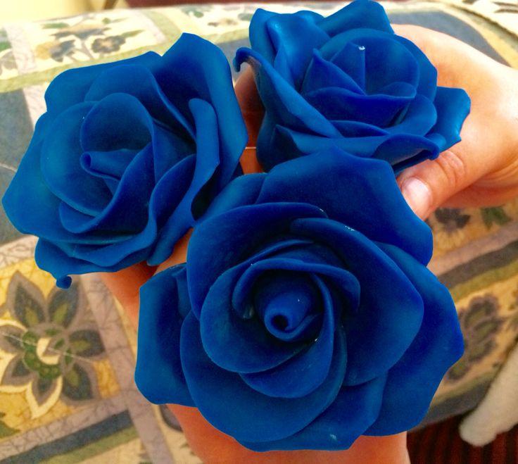 Rose blu in pasta di zucchero fatte a mano handmade sugar roses