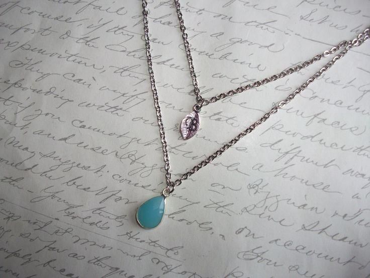 Layering necklace with personnalized initial leaf charm and framed turquoise drop de la boutique BijouxdeBrigitte sur Etsy