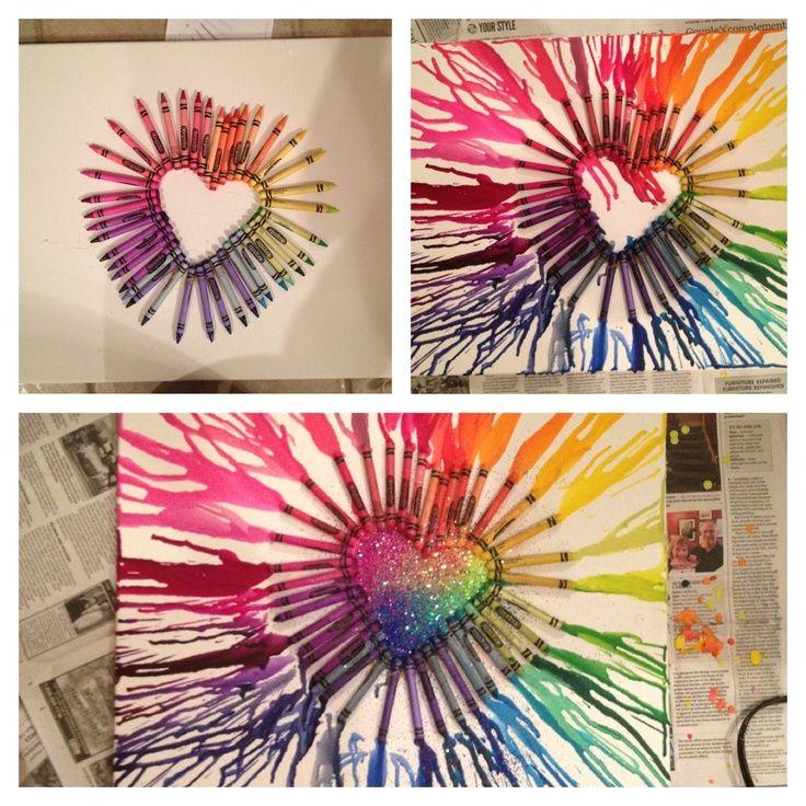 Derretir crayones para crear arte es una cosa fácil y divertida de hacer para aquellos amantes de experimentar nuevas técnicas.. Es tan sim...