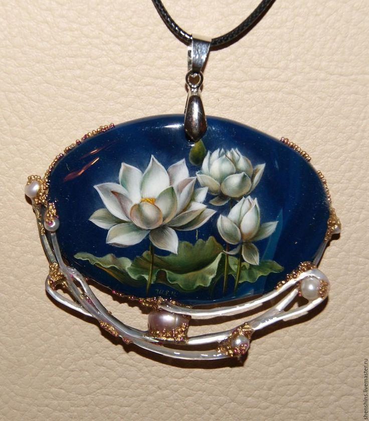 """Купить кулон """"Лилии"""" - комбинированный, лотос, лотосы, лилии, масляные краски, лак, перламутр натуральный"""