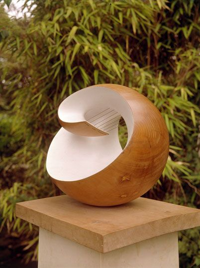 Barbara Hepworth, Wave, 1943-4, plane wood, matt blue paint, strings, 30.5 x 44.5  x 21 cm