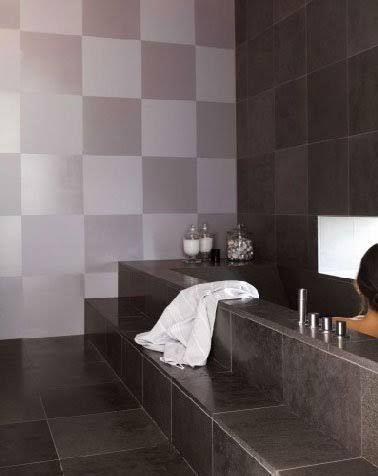La peinture carrelage séduit bon nombred'adeptes du relooking facile et pas cher de la salle de bain ou de la cuisine. Peinture assez miraculeuse pour donner un nouvelle vie à un vieux carrelage mural ou sol, elle exige cependant d'être appliquée selon des règles bien précises. Avant de repeindre,