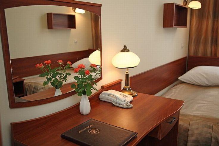 Aby zarezerwować przejdź na stronę : http://www.hotel-fortuna.com.pl/rezerwacje.php