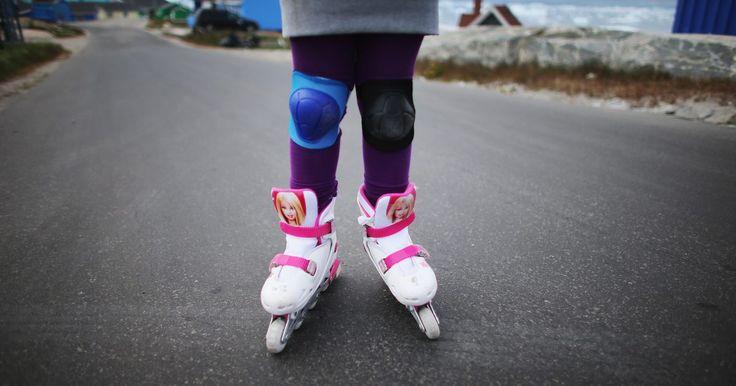 Cómo emprender el negocio de una pista de patinaje. El patinaje es una gran actividad recreativa que puede ser disfrutada por todos los miembros de la familia, tanto niños, adolescentes como adultos. En la mayoría puedes obtener una dosis de actividad física, así como sociabilizar y celebrar fiestas de cumpleaños y eventos. La música es agradable, mientras pones ritmo a tu patinaje así vayas solo o ...