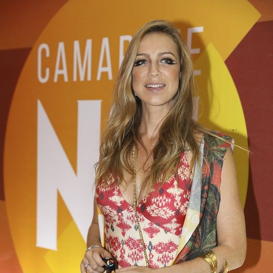 A atriz Luana Piovani curtiu as noites de Carnaval na Sapucaí sem o marido, Pedro Scooby (Foto: AgNews)