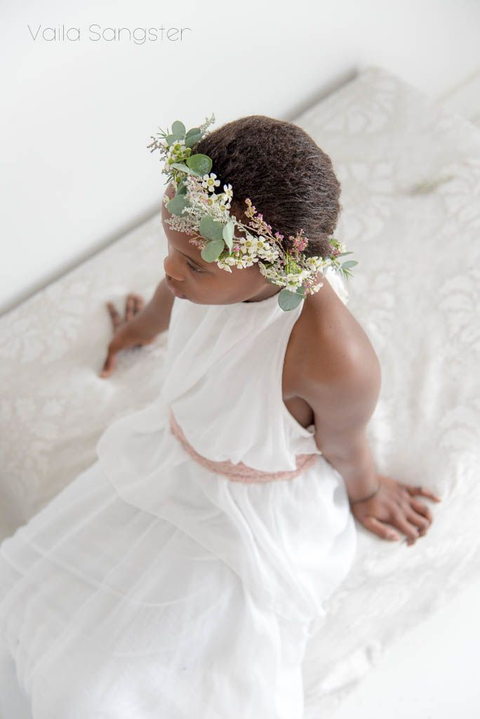 Summer is the season for weddings, music festivals and flower crowns. Happily, flower crowns require very little effort and materials to make and fynbos makes for both a stunning and hardy crown.  Learn how to by clicking on the image :)