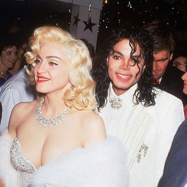on wednesdays we wear diamonds 💎✨ academy awards, 25 march 1991 👄🍭 . . . #shmood #happyhumpday #wednesday #wednesdayvibes ​ #michaeljackson #madonna #academyawards #oscars #63rdacademyawards #soonerorlater #90shair #redlip #iconic #makeupaddict #diamonds #whitefur #1991 #90s #nineties #90sstyle #90sfashion #vintage #lafreakvintage