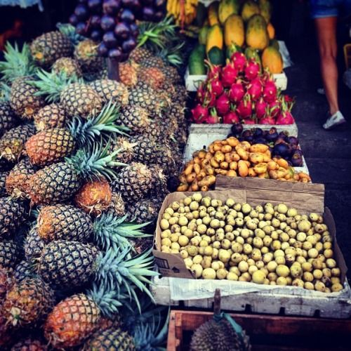 ASEAN CommunitySelling fruits at Mahogany Market, Tagaytay City, Cavite, Philippines inggo21:  Hello Philippines Mabuhay!!! Tropicala Dahhhling!!! ⛅ @t3re @boleng @magne92 @lordha17  #fruits #tropical #philippines #itsmorefuninthephilippines #love #palengke (at Mahogany Market, Tagaytay City)