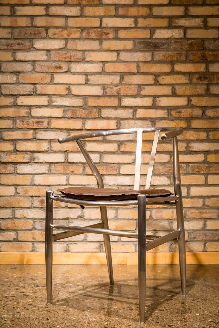 From modern to casual design, this stainless steel dining chair with leather seat meets your lifestyle.