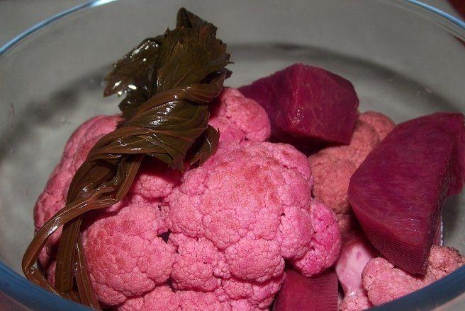 Retete Culinare - Conopida cu sfecla rosie, hrean si chimen