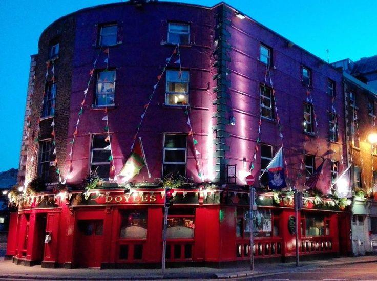 #pub #coffeehouse #britishpub #beer #irland #ie #irish #irishpub #irishcoffee #guinness #dublin #dublinbynight #dublino #flags #pride #picofthenight #sunset #colourful #colourful #purple #red #loveit #emotion #europe #travelibg #visitdublin by mydays_inslowmotion