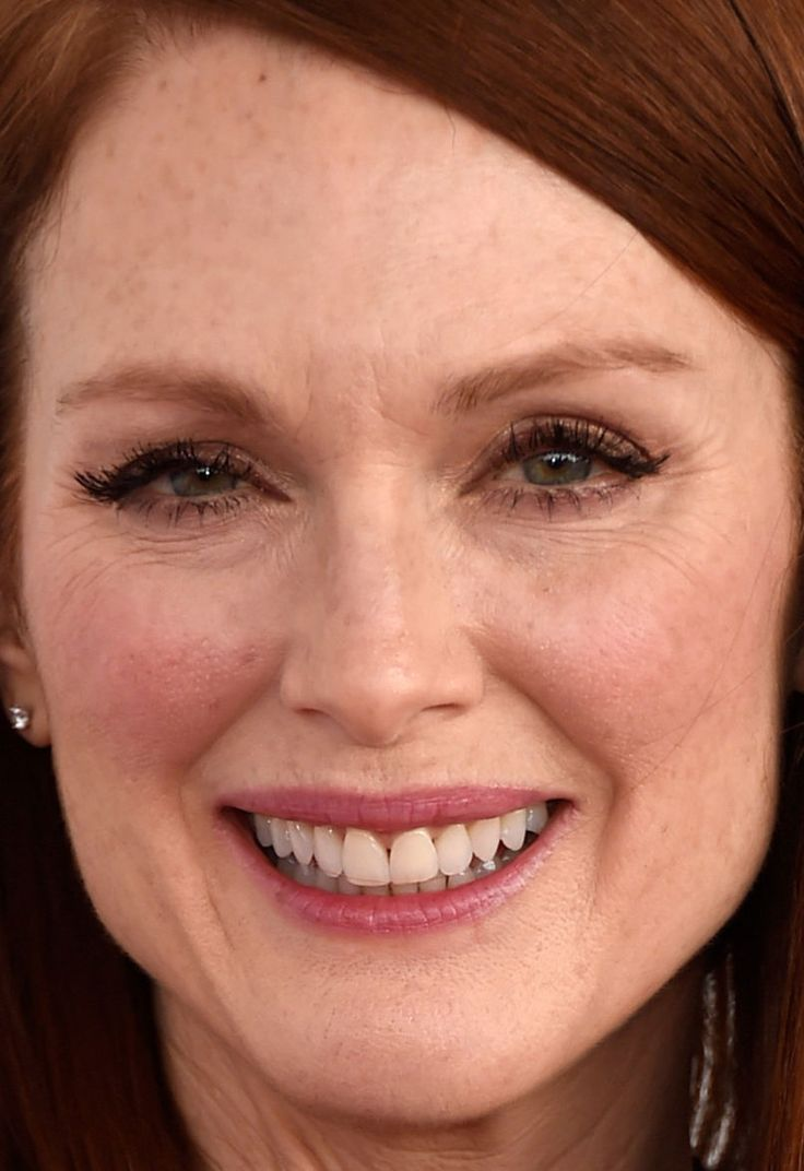 Close-up of Julianne Moore at the 2015 Independent Spirit Awards.