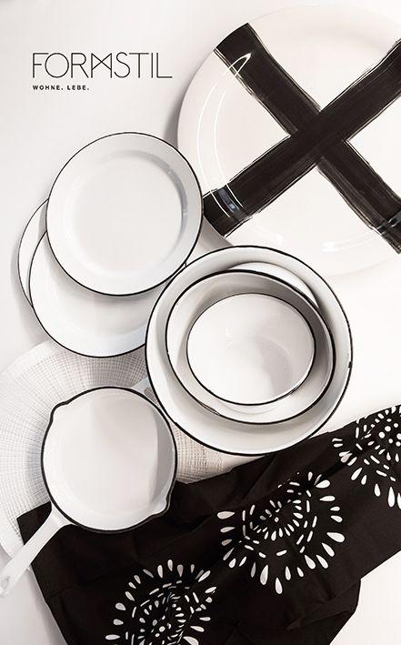 www.formstil.ch Wunderschönes Emaille Geschirr, eine weisse gusseiserne Pfanne und eine XXL handbemalte Porzellanplatte! #meinformstil #formstil #kitchenware #kitchen #blackandwhite #emaille #style #design