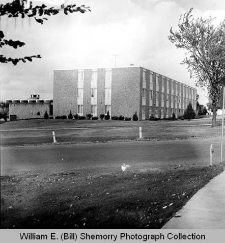 UND-Williston, Williston State College, exterior, Williston, N.D. :: William E. (Bill) Shemorry Photograph Collection (SHSND)