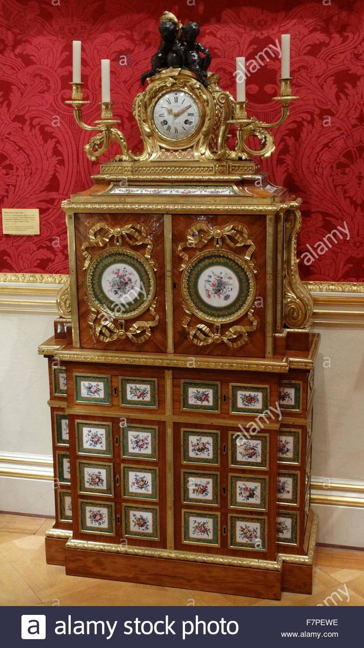 18th Century filing-cabinet and clock attributed to Jean-Francois Leleu, the clock case designed by Jean-Claude Thomas Chambellan Duplessis, the Younger and finished by Jacques-Laurent Cosson Stock Photo