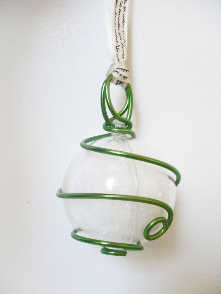Boule de Noel verte et blanche en fil aluminium : Accessoires de maison par fabily