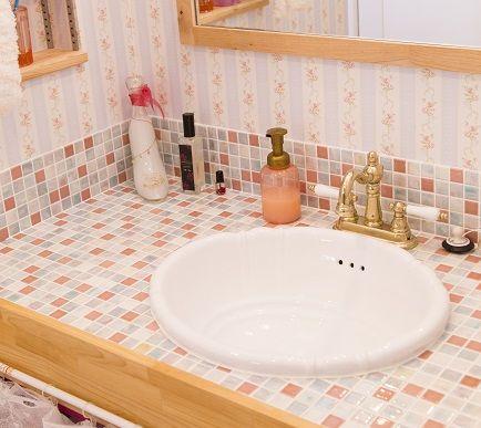 クロスやタイル、水栓小物まで全てこだわった造作洗面化粧台。
