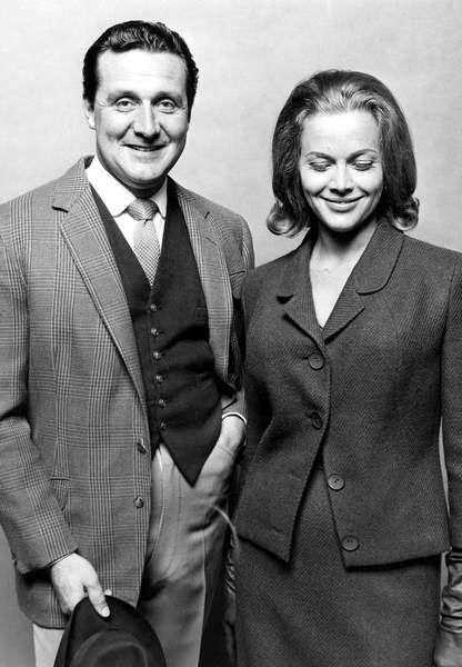 Patrick MacNee et Honor Blackman en 1962 Chapeaux melon