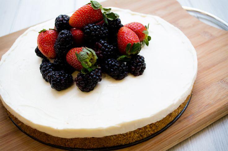Hacer un cheesecake horneado normalmente toma horas; por eso te comparto mi secreto para que sepas <strong>cómo hacer un cheesecake sin horno</strong> y en menos de una hora. Verás cómo esta receta te resultará fácil y deliciosa.