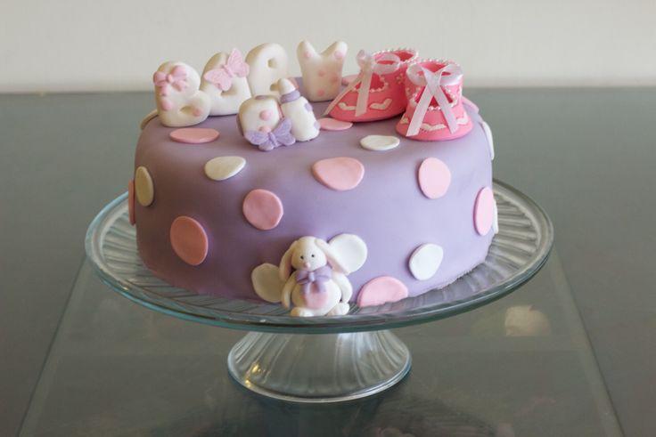Torta Baby Shower niña. Bizcocho de vainilla nutella y mix de frutas.