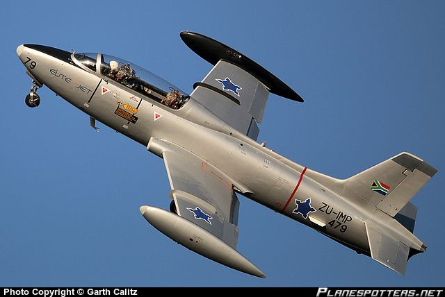zu-imp-private-aermacchi-mb-326m-impala_PlanespottersNet_464121.jpg (640×428)
