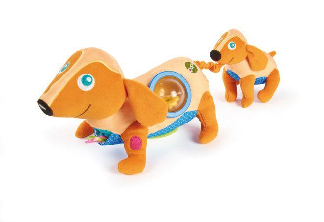 Beste vrienden! Happy de Hond  Happy de Hond is een knuffel vol verrassingen! Ze heeft bijvoorbeeld een extra vriendje waar kinderen mee kunnen spelen, verschillende lichaamsdelen maken vrolijke geluidjes, ze heeft een rammelaar op haar rug, een verstopplek op haar borst en ten slotte nog een verrassing op haar buik! Bovendien is Happy heel zacht en kan er volop met haar geknuffeld worden.  Deze kleurrijke knuffel stimuleert de verbeelding van kinderen en vangt urenlang hun aandacht.