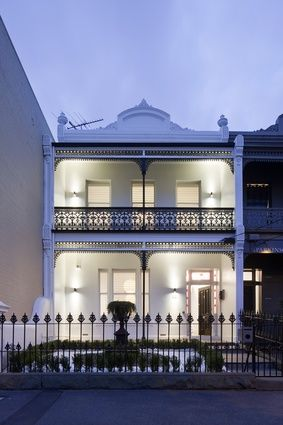 Bridport Street Residence| Matt Gibson Architecture and Design [Sydney, Australia] tells the story of this Victorian terrace through its renovation and extention.