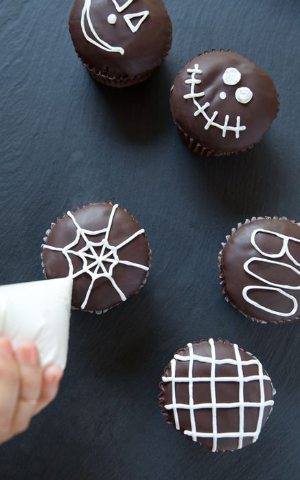 Chocolate Halloween Cupcakes! Super-easy to get the details with the old frosting-in-a-ziploc-bag-with-the-corner-cut-off trick