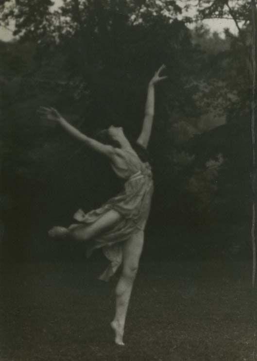 Arnold Genthe portrait of Isadora Duncan, ca. 1925. / Vintage Fitness <3