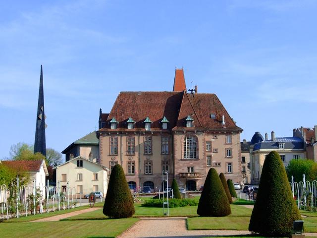 Hôtel de ville de Baccarat © OT Baccarat