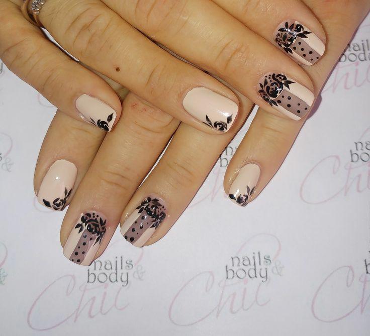 Rosa antico e pizzo nero unghie