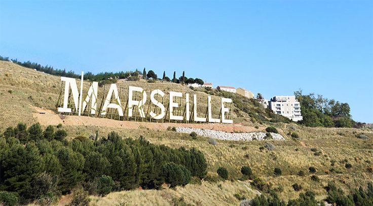 Un panneau Marseille comme à Hollywood