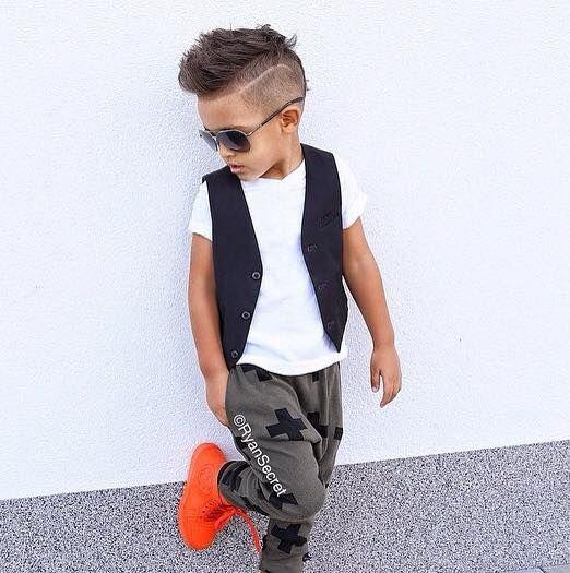 Geef je zoon die stoere look! Prachtige korte kapsels voor jongens met opgeschoren zijkantjes