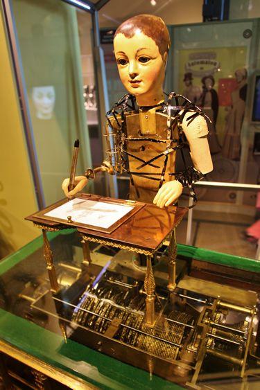 Antique Automaton that writes poems and draws