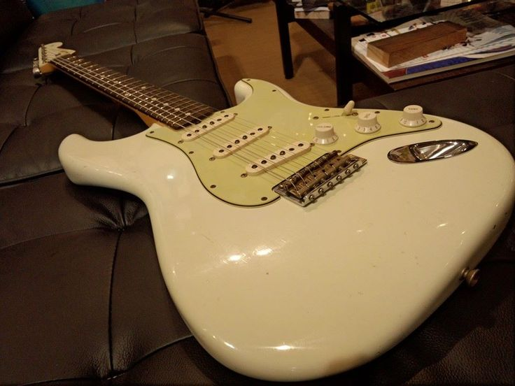 FENDER Custom Shop 2012 1960 Relic Stratocaster with Matching Headstock Olympic White  http://www.chuya-online.com/products/92018/index.html