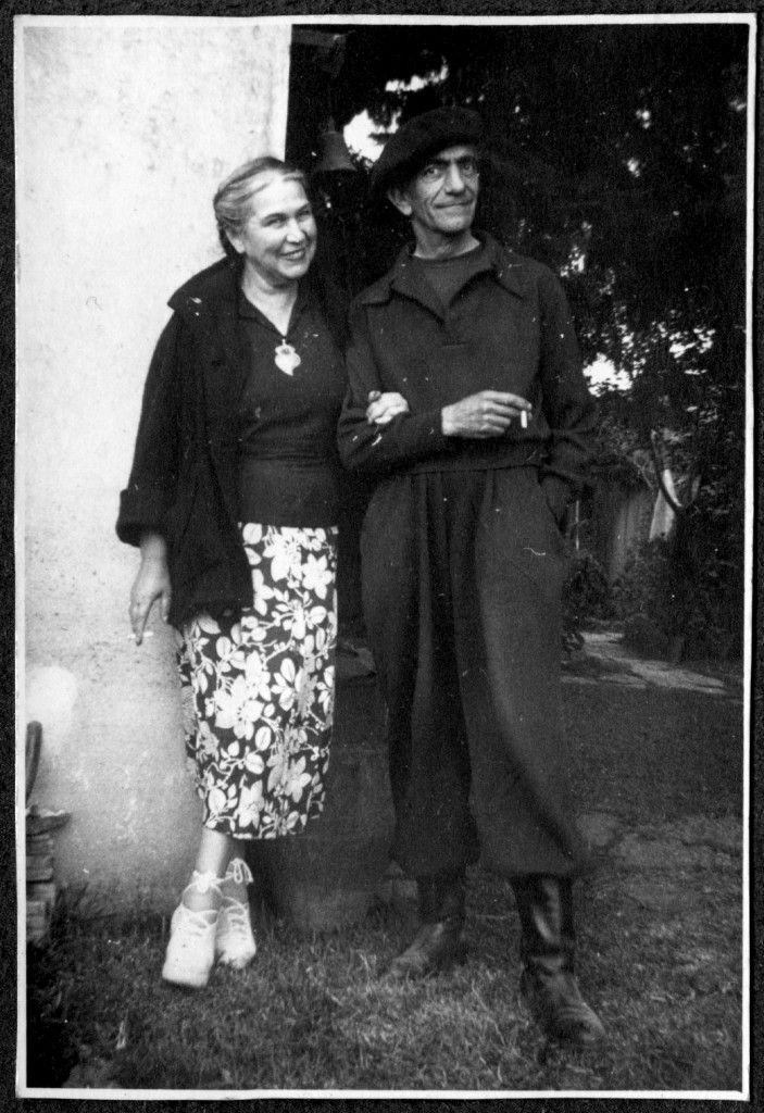 Sarah Affonso e Almada Negreiros, na Quinta de Bicesse, em finais dos anos 1940 Espólio Almada Negreiros