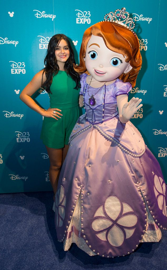 Ariel Winter Steps Out at Disney's D23 Expo for First Public Appearance Since Revealing Breast Reduction Surgery | E! Online Mobile