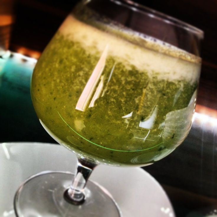 Estratto di Spinaci, Pompelmo, Mele Pink Lady, Menta, Banana e Latte di Noci. - Slow Juice Estract of Spinach, Grapefruits, Pink Lady Apples, Mints, Bananas and Walnuts Milk