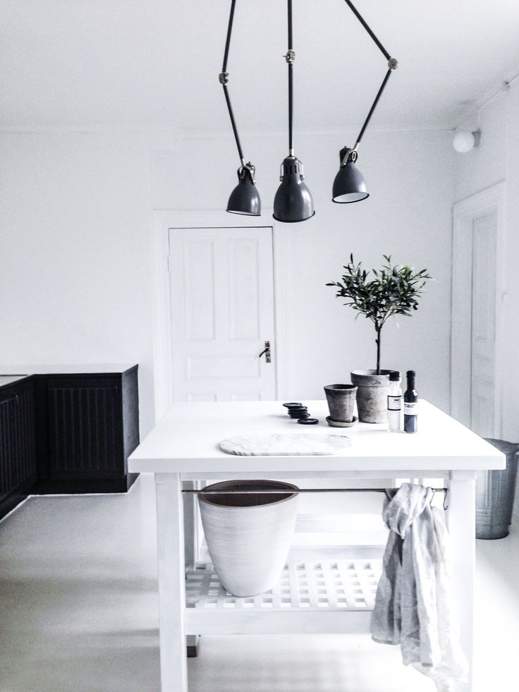 black and white kitchen   HarperandHarley