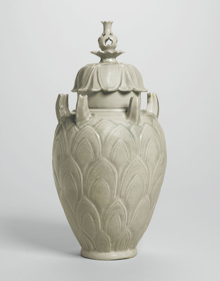 A CELADON 'GRAIN' JAR AND COVER FIVE DYNASTIES / NORTHERN SONG DYNASTY | Height 14 1/4  in.