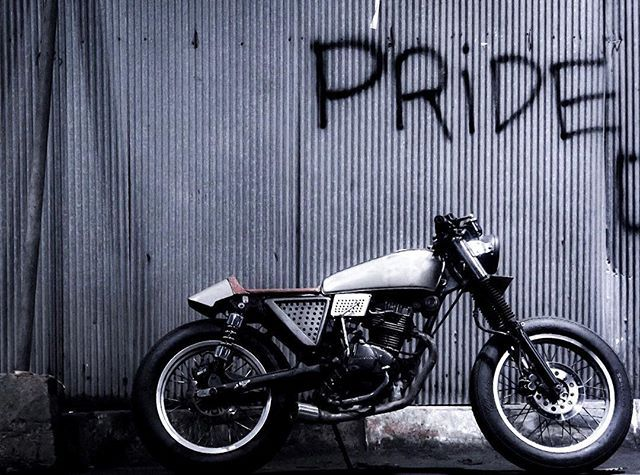 Brought me to happiness #caferacerxxx #caferacer #mannersid #mannersindonesia #sukablaarrr #rodaduasampetua #rideforpride #caferacerindonesia