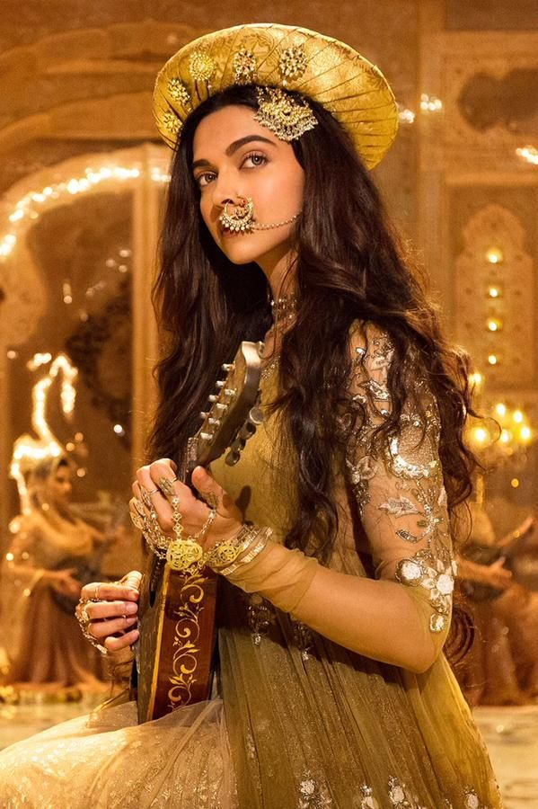 Watch Deepika Padukone First Look Revealed From Bajirao Mastani Movie latest new upcoming bajirao mastani film new posters images hd wallpapers photos pictures.