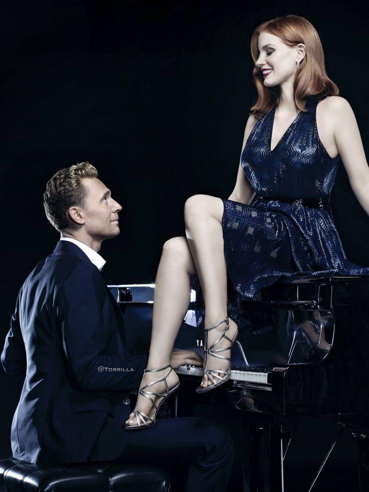 Tom Hiddleston and Jessica Chastain promoting Crimson Peak. Source: Torrilla (https://m.weibo.cn/status/4178453110246423#&gid=1&pid=1 )