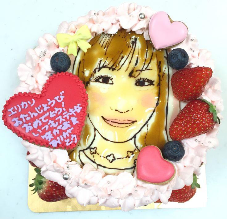 女性の似顔絵ケーキ