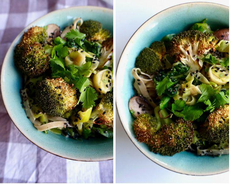 Groene curry noedels met geroosterde broccoli