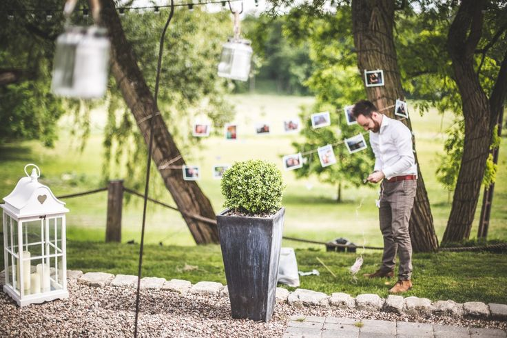 Prace w ogrodzie / Work in the garden #wedding #decoration #lantern #rustic #light #candle #garden
