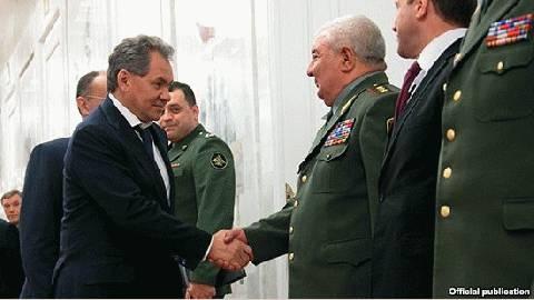 El ministro de Defensa ruso, Sergei Shoygu y su homólogo armenio, Seyran Ohanian, comenzaron conversaciones para reforzar las relaciones militares existente entre los dos países.