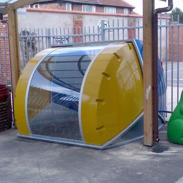 Fietskluis Midi Bike Box, hier ingezet als berging voor speelgoed op een kinderdagverblijf.
