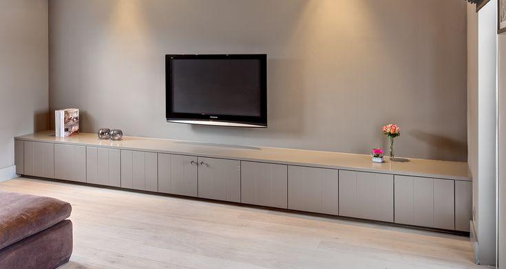 Gefreesde mdf voor tv meubel en muur onder trap
